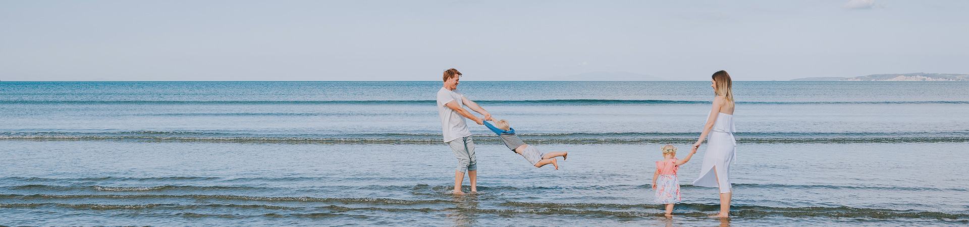 https://www.parentvillage.co.nz/uploads/images/beach-family-banner.jpg
